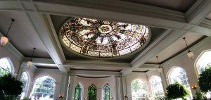 Le plafond de la salle de banquet