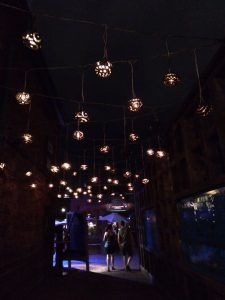 Un des passage éclairé du Distillery District